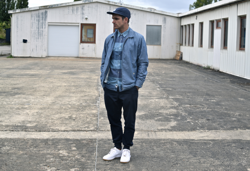 air force one homme avec jeans